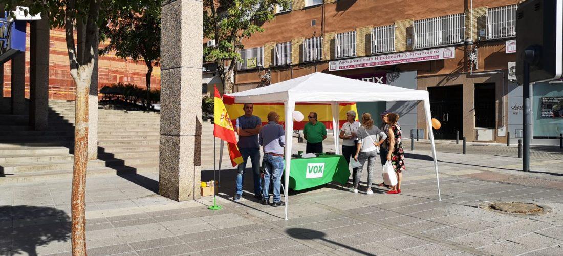 El partido ultraderechista Vox toma posiciones en Móstoles.