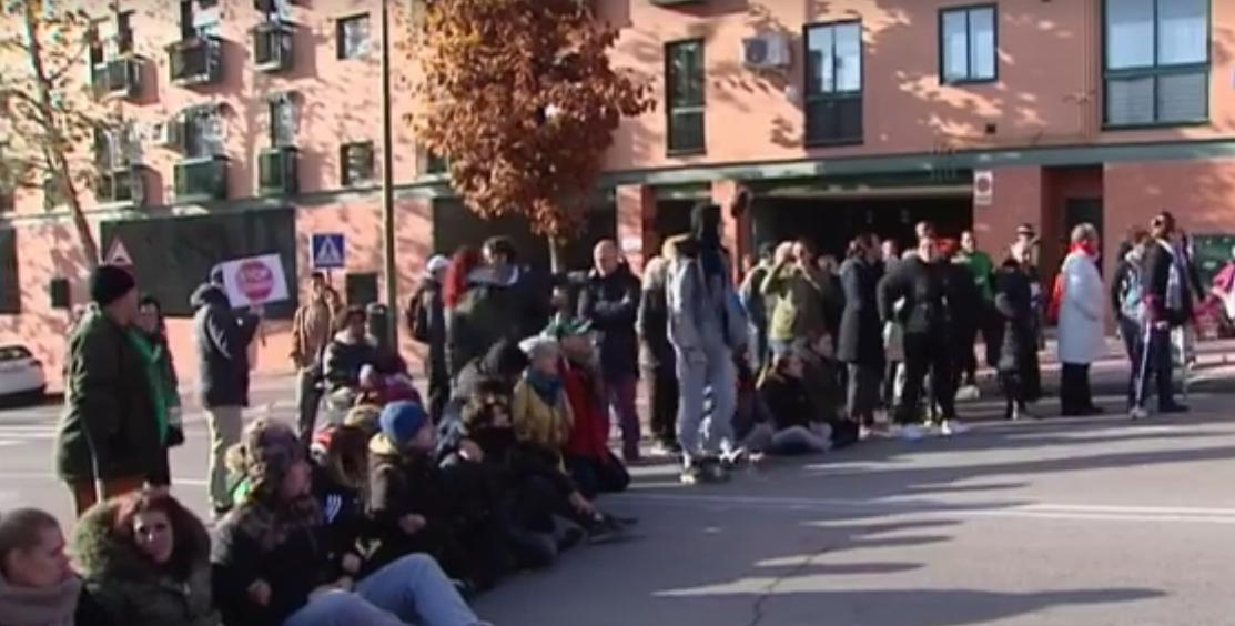 La Comunidad de Madrid desahucia una familia mostoleña